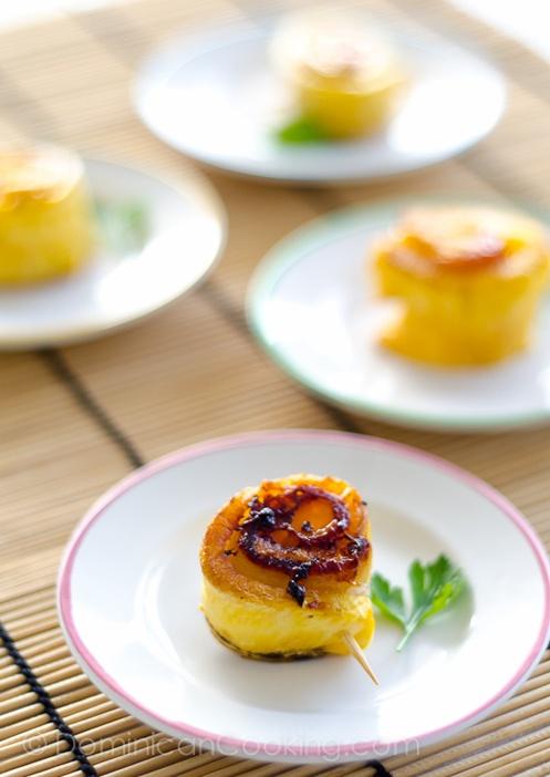 Piononos de plátanos maduros (ripe plantain rolls with ham + cheese)