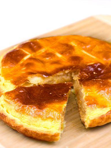 Galette des rois à l'onctueuse crème d'amande - Recette de cuisine Marmiton : une recette