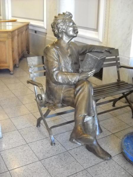 Mark Twain statue - Berkeley, CA