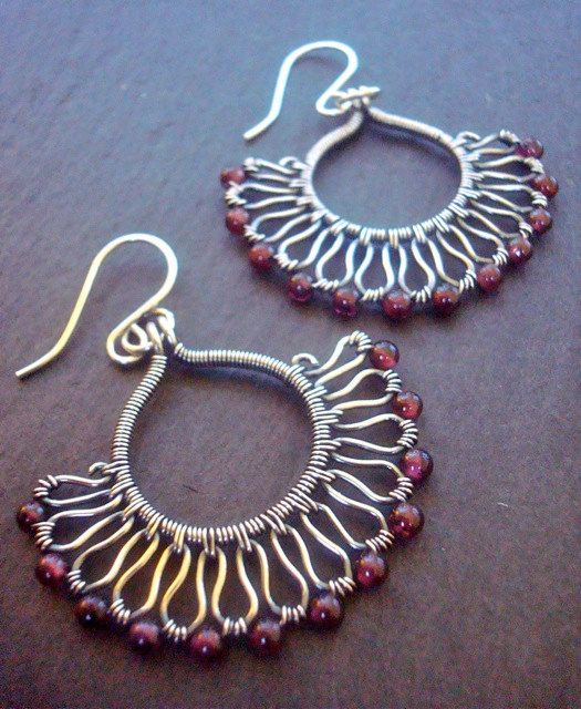 Pendientes de Borgoña - Pendientes Granate - Art Nouveau - alambre de joyería envuelta - plata de ley - pendientes de envoltura de alambre - enero de regalo de cumpleaños