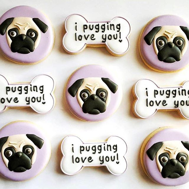 We can't get over these adorable pugs by @freshbakes  [Check out our 40+ doggie cutters on the website!] #cookiecutterkingdom