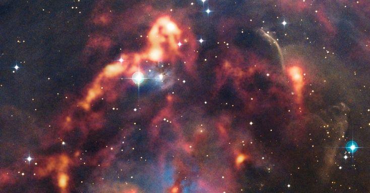 O telescópio Apex (Atacama Pathfinder Experiment), no Chile, captou nova imagem da nuvem de poeira cósmica na região de Órion, a 1500 anos-luz de distância. Já que a câmera detecta o calor emitido pelos grãos de poeira, consegue revelar segredos escondidos na escuridão, como a nebulosa NGC 1999. Segundo o Observatório Europeu do Sul, a nebulosa é principalmente iluminada pela radiação emitida pela V380 Orionis, uma jovem estrela que está no seu centro