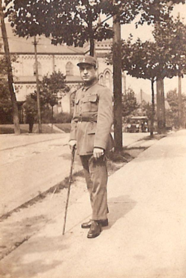 Dimitrie D. Dimăncescu, rănit, erou de război decorat de trei monarhi, diplomat apropiat al lui Churchill. A fondat Cercetăşia, împreună cu fratele său Ioan