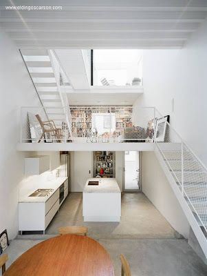 la casa por dentro muestra los niveles vista hacia la calle
