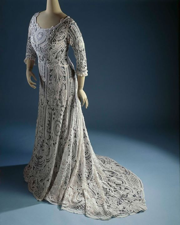 1900-1910 Dress made of cotton lace Rijksmuseum