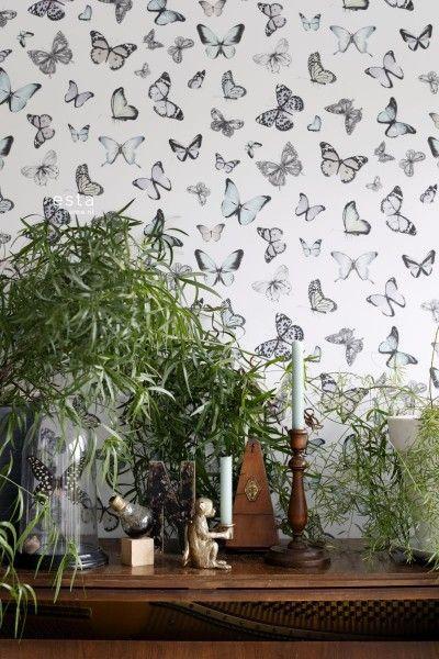 HD vliesbehang fladderende vlinders licht pastel mint groen en licht pastel lila paars
