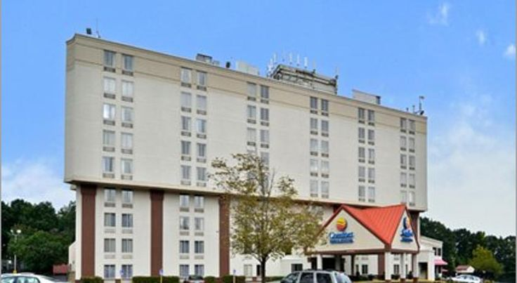 Comfort Inn & Suites Alexandria Alexandria This hotel in Alexandria is a 10-minute drive to Old Town Alexandria which offers boutique shops and historic sites. The hotel features an outdoor pool, restaurant, gym, and free Wi-Fi.