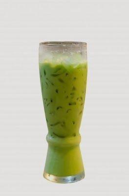 Cómo preparar jugos verdes. Una amiga de facilisimo.com además de apuntarnos los beneficios de los jugos verdes nos apunta tres recetas para aprender a elaborarlos.