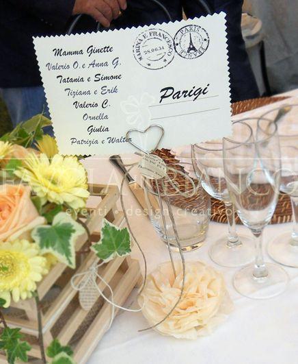 Wedding Details - Segnatavolo/Tableau mariage in stile country con cartolina e fiore di carta