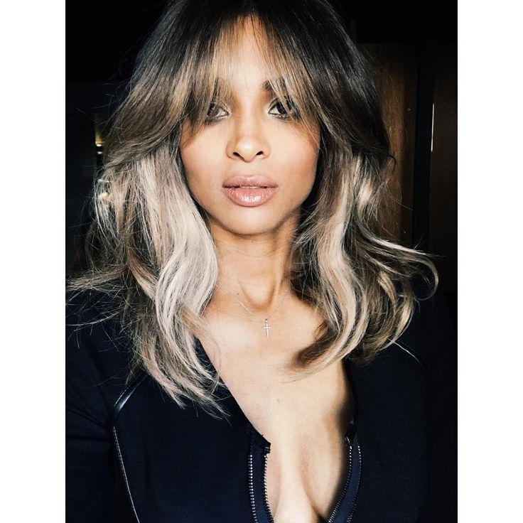 It seems expectant mother (and newlywed), Ciara, wanted a darker hue to ring in the new year, and, ultimately opted for a lob.