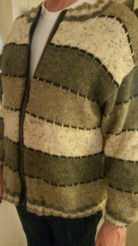 Veel te warme trui omgetoverd tot comfortabel vest