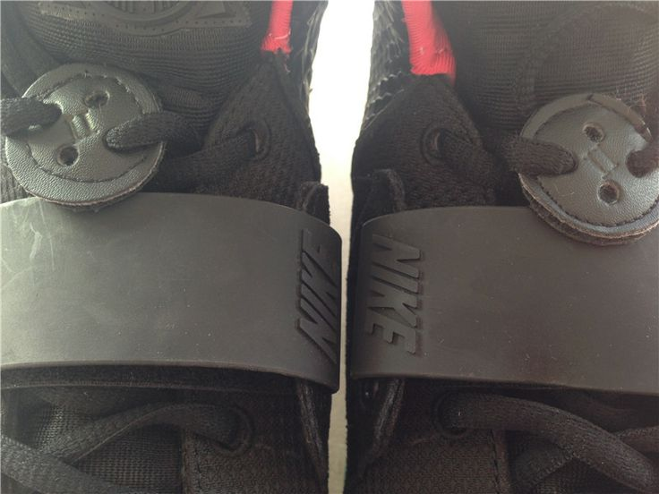 Newest update with roman number 2 Super Perfect Air Yeezy 2 Solar Red http://www.perfectsneakers.com/newest-update-with-roman-number-2-super-perfect-air-yeezy-2-solar-red-p-38117.html