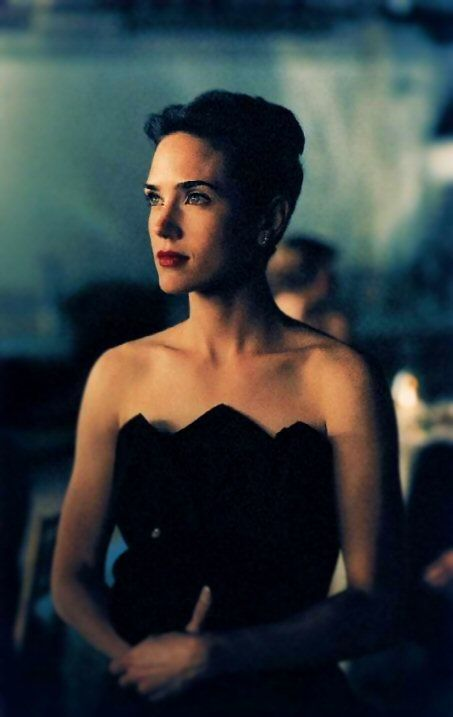 Jennifer Connelly in A Beautiful Mind (2001).- She is just stunning....Very classic look