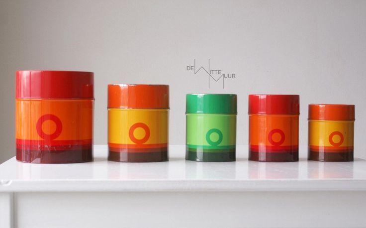 Tomado  voorraad blikken in rood, oranje en groen, met cirkel patroon vintage by Dewittemuur on Etsy https://www.etsy.com/listing/184027008/tomado-voorraad-blikken-in-rood-oranje
