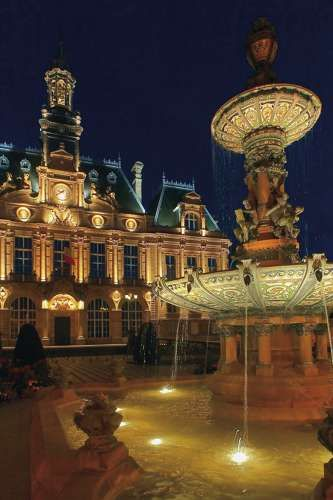Hôtel de ville et sa fontaine à Limoges - ©JL Kokel/CRT Limousin #YesYouAre #Limousin
