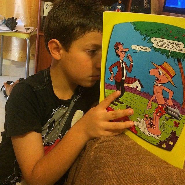 Todos leyendo las aventuras.