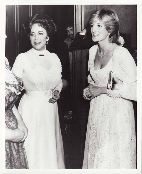 Rare press photo of a pregnant Princess Diana with Elizabeth Taylor