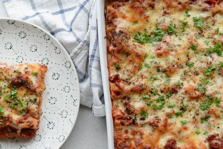 Denne lasagne er lavet med hjemmelavede, glutenfri, lowcarb lasagneplader, der kun tager 15 minutter at lave - og så laver man bare sovsen imens.