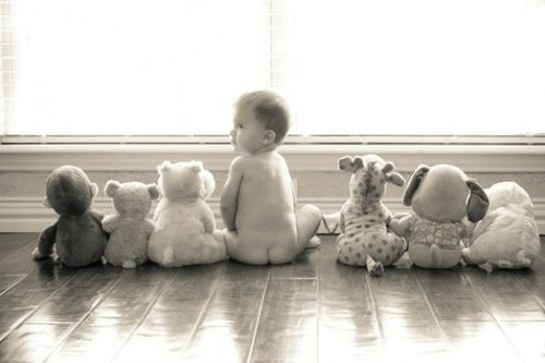 This is an adorable baby picture idea!!