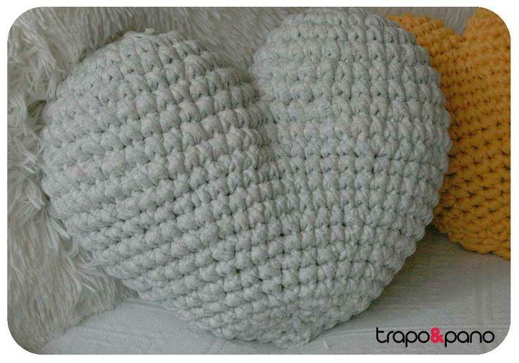 """Almofada em crochet """"corações"""""""