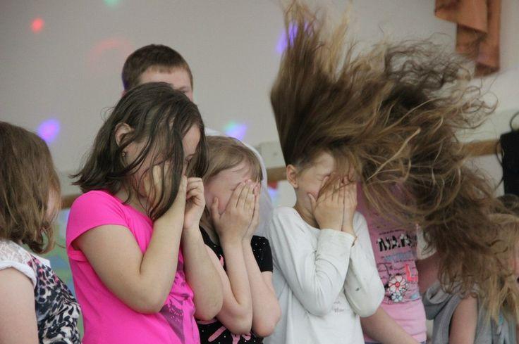 ⛳«В лагере было волшебно!»  Где еще летом можно искупаться в тумане супер-дымовухи, отметить знакомство с друзьями сумасшедшей газировкой и узнать, что такое, когда волосы встают дыбом? Все это «Концертное шоу № 1» от профессора Николя! Яркое завершение смены в лагере!   #шоупрофессораниколя #наукаэтоздорово #профессорниколя #шоуниколя #наука #шоу #химическоешоу #научноешоу #шоудлядетей #познавательно #опытысдетьми #эксперименты #химичим #развивайки #занималки #наукадетям #моядочка…