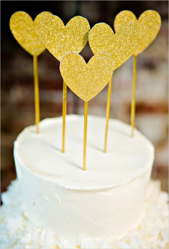 gold glitter heart cake topper #blackandgoldwedding #modernwedding #weddingchicks http://www.weddingchicks.com/2013/12/31/black-and-gold-wedding-ideas/