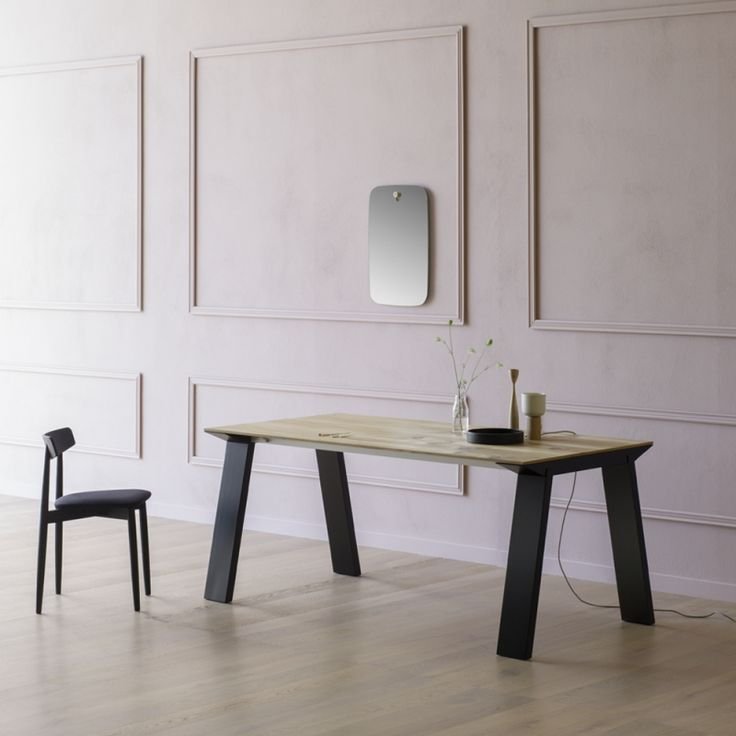Design: Andrea Lucatello.  Extendable table in wood or glass.