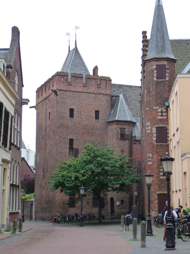 Achter de Dom Utrecht   op t dak vaandels Zon universiteit utrecht