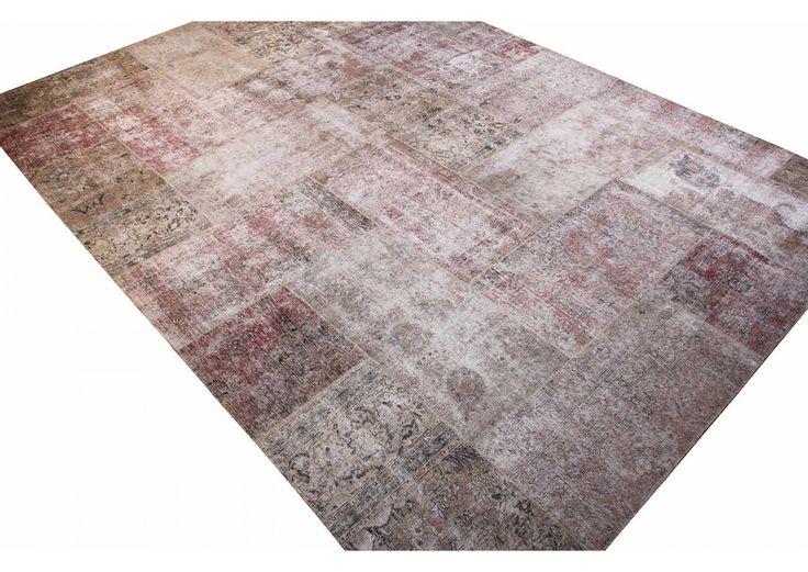 Ook onze Perzische #patchwork-tapijten hebben een zeer mooie vintage uitstraling. Deze tapijten passen goed in een modern al een klassiek interieur.