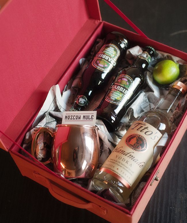 Moscow Mule Gift Kit is what I want for Christmas!! Santa are you listening!