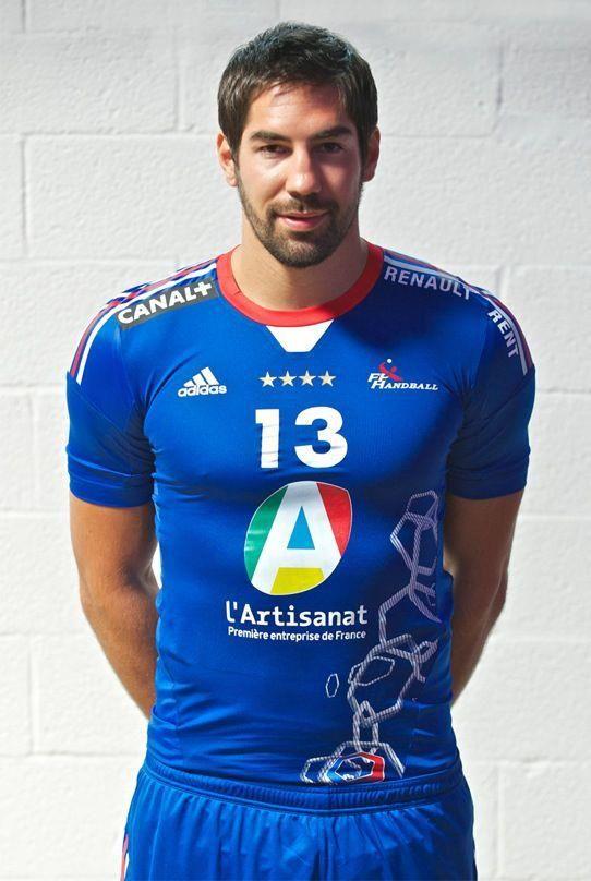 karabatic avec le nouveau maillot de l' équipe de france de handball (maillot 2013)