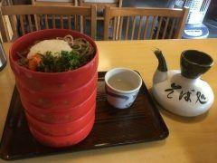箱根駅伝観ながらまどろんであります昨日の出雲大社の続きですが社から出るとすぐに出雲そば  八雲さんがありました蕎麦も絶品ですが蕎麦湯が美味かったです()