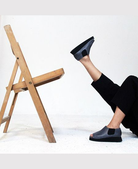 Deux Souliers / ドゥ・スーリエのEven Semi Wedge #2 オープントゥ・サイドゴア・セミウェッジシューズ (ネイビーグレー) #DeuxSouliers #ドゥスーリエ #スペイン #spain #ブーツ #ブーティー #boots #サイドゴア #サンダル #sandal #sandals #プラットフォーム #チャンキーヒール #shoes #シューズ #ブランド #インポート #スリッポン #パンプス #レザー #シューズ #靴 #靴職人 #ブーティ #ブーツ #ブラック #black #グレー #grey #drdenim #ドクターデニム #ootd #outfit #outfitoftheday #コーデ #コーディネート #commedesgarcons #コムデギャルソン #drmartens #ドクターマーチン #apc #アーペーセー #リンネル #ナチュラル #fashion #ファッション #レディース #メンズ #ootd #outfit #outfitoftheday #コーデ