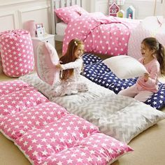 Turn those left over or old pillows into Pillow Mattress Beds for the kids or even your pets. They're ideal for sleepovers or family movie nights. Don't miss the Portable Nap Mats and the short video tutorial too!