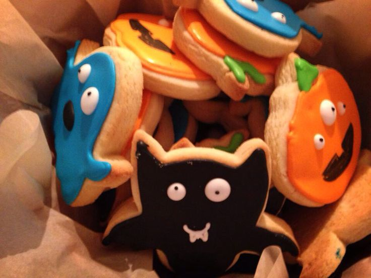Halloween cookies for any birthday party or school gathering. http://yummysweets.weebly.com