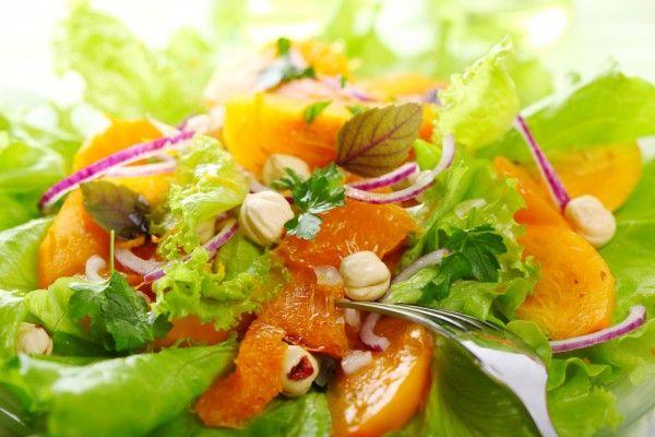 Осенний салат из хурмы