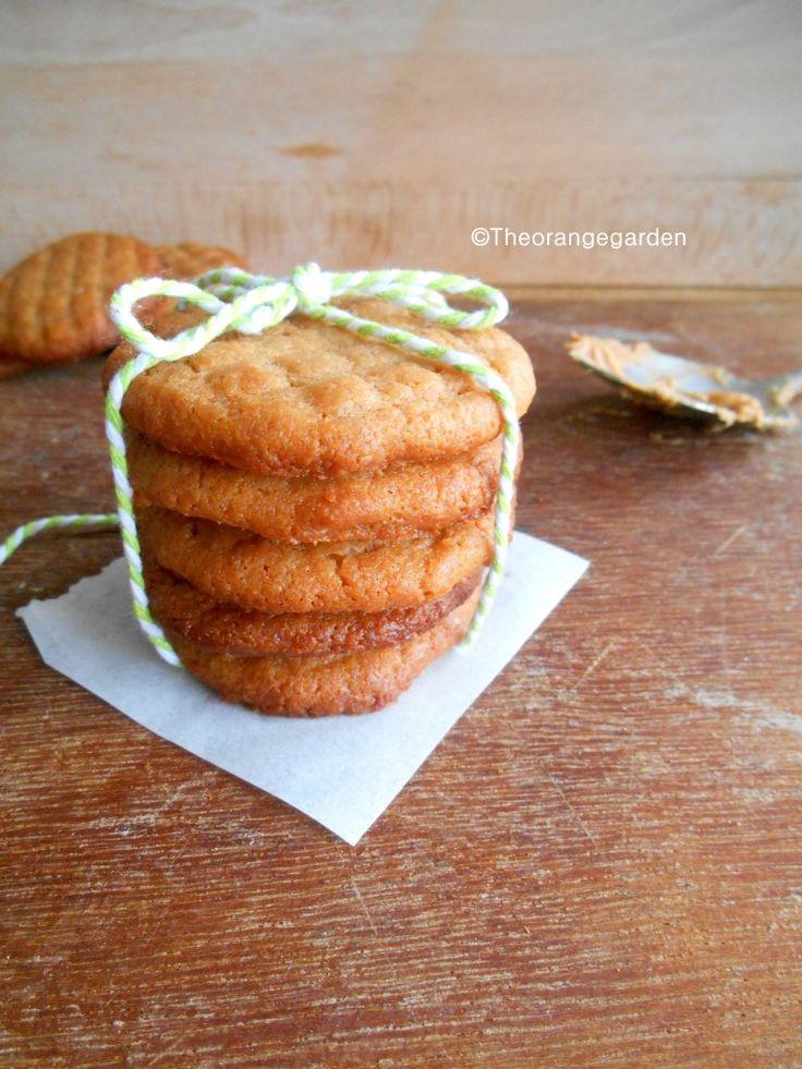 Ik hou van pindakaas en tot nu toe heb ik niemand ontmoet wie er niet van houd. Ik maakte deze pindakaas koekjes en je hebt maar drie ingrediënten nodig om deze koekjes te maken. Die ook nog eens h...