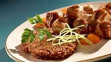 Przepis na racuchy z kaszy gryczanej i gulasz wieprzowy