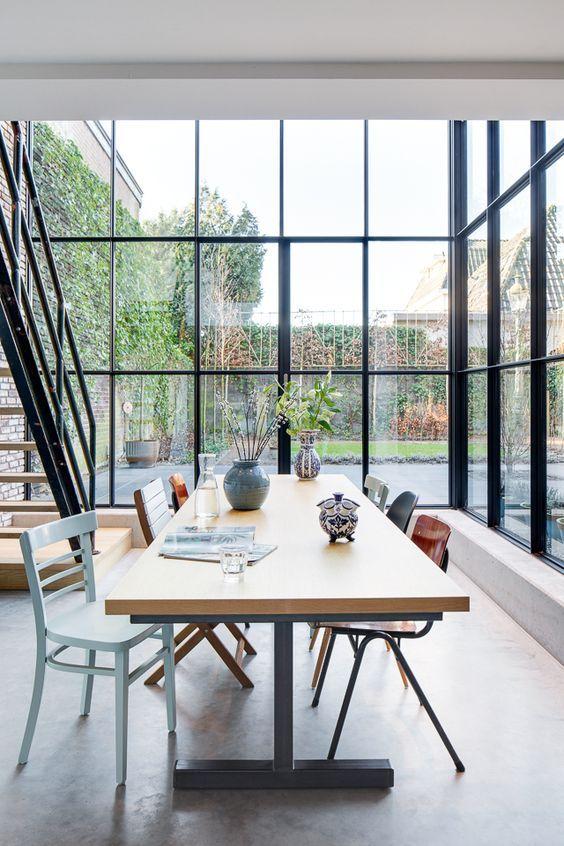 Woonhuis - Vught www.burokoek.nl/ Baksteen - Stalen kozijn - Zwart kozijn - Beton vloer - Aanbouw- Vide - Gerecycled trap - Glas - Eiken hout - Eet tafel: