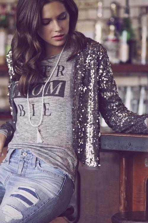 Paillettenjacken pimpen jedes Outfit auf und sind mit Jeans kombiniert sogar alltags tauglich. So bringst du Glitzer in den Leben. silber / silver / gold / glitzer / grau / schimmer / glitter | Stylefeed