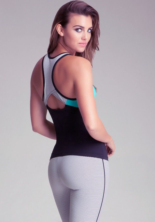 The Best Workout Clothes for Rectangle Shapes DO create the illusion of curves with tops that have ruching along the sides and pants that have a pop of color at the hips. A sports bra with a little padding and a tank with a low neckline will play up your assets.