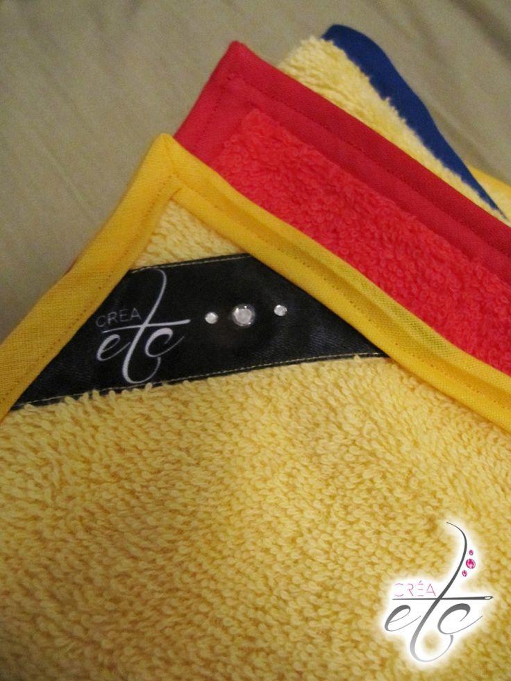 Voici le tuto couture pour la création d'une serviette de bain aux couleurs de l'équipe de football de la Selección Colombiana ! CRÉAetc - www.crea-etc.net la serviette de bain Colombia #couture #tuto #diy #creaetc #creaccessoire #serviettedebain #colombia #bain #plage #serviette #seleccioncolombia #colombie #drapeau #jorge #playa #toalladebaño