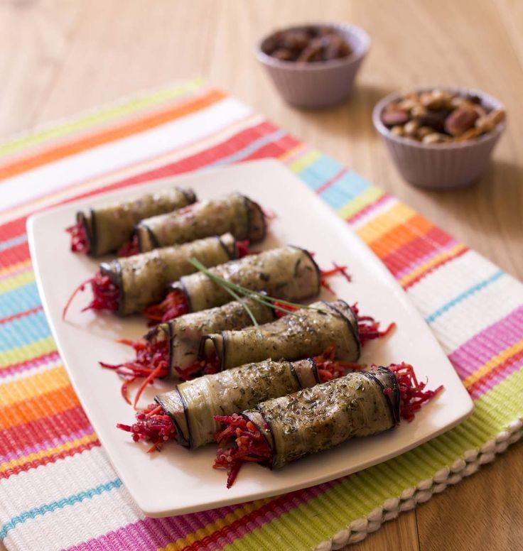 Des lamelles d'aubergines grillées garnies d'une salade quinoa carotte betterave : c'est frais et délicieux pour l'été !