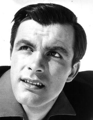 geboren am 17.11.1935 in Kitzbühel, Tirol  gestorben am 24.08.2009 in Innsbruck  beerdigt auf dem Stadtfriedhof in Kitzbühel    Toni Sailer war ein österreichischer Skirennläufer, Schauspieler und Sänger