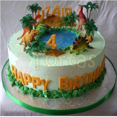 Torta Dinosaurio 03 - Codigo:TDN03 - Detalles: Torta de queque ingles relleno de fruta confitada, pasas, bañado en manjar blanco, forrado y decorado en masa elastica. Las medidas primer piso 20cm. De diametro. Incluye 4 dinosaurios jebe. No incluyen arboles. Base en papel aluminio  - - Para mayores informes llamenos al Telf: 225-5120 o 4760-753.