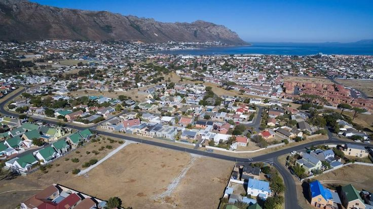 Site of a new development launched by CCH in Gordon's Bay - Kingfisher Estate. For more information, follow the link to our website or contact the mandated estate agents, Johan Botma and Hanlie van Rensburg.  #gordonsbay #newdevelopment #developmentproperty #secureestate #estateliving #propertyforsale #homesforsale #CCH