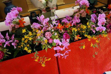 浅草の料亭今半様へ、和の装花です。   卓上装花は、大分、竹田の和紙で包んで お持ち帰り仕様になっております。  お花は和風でおまかせで。...