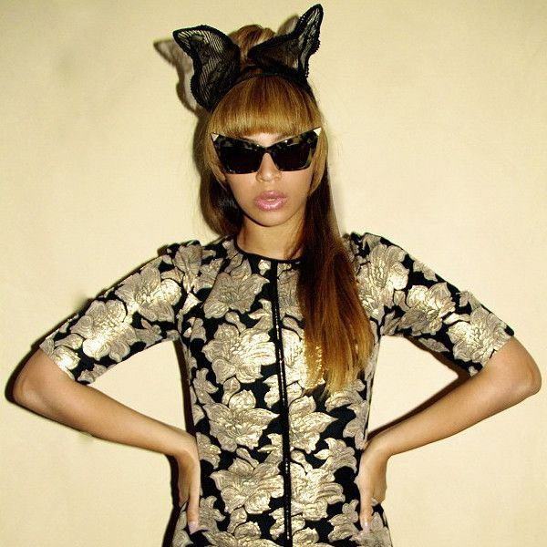 As seen on such celebrities as Beyonce An amazing follow up to our popular Hot Tip cat eye sunglasses that have been flying off the shelves!