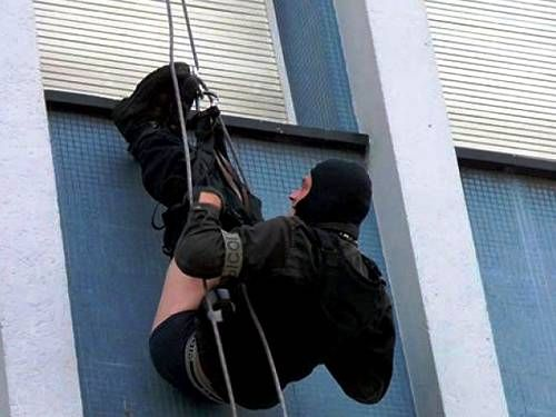 25 Police Officers Messing Things Up