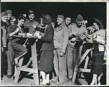 1943 Press Photo Martha Raye, Kay Francis, Carole Landis Tour Army Base, Africa